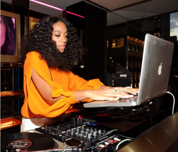 Solange-Knowles-DJs-at-Chime-for-Change-Event